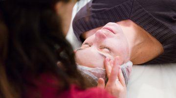 Pielęgnacja skóry okolicy oka